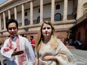 16th Lok Sabha starts with rise of Modi fans in Congress ranks