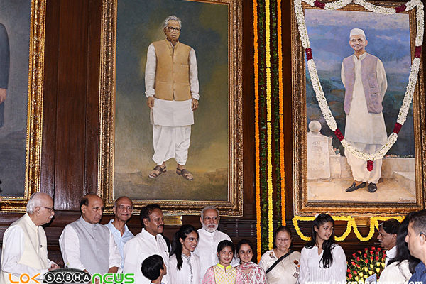 Narendra Modi Lok Sabha Speaker Sumitra Mahajan and other dignitaries after paying floral-tributes at the portrait of Shri Lal Bahadur Shastri